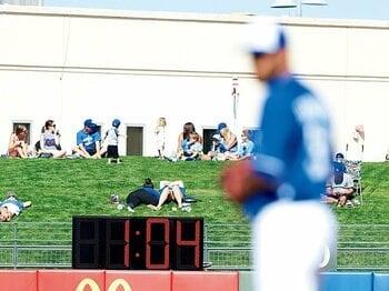 新コミッショナーの初仕事、時短ルールは改革か、制約か。~影響を受けるのは投手より打者?~<Number Web> photograph by Yukihito Taguchi