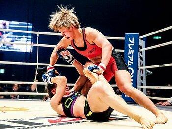 吉田沙保里を苦しめた女、村田夏南子の衝撃デビュー。~UFCのスター、ロンダ・ラウジーに憧れて~<Number Web> photograph by Susumu Nagao