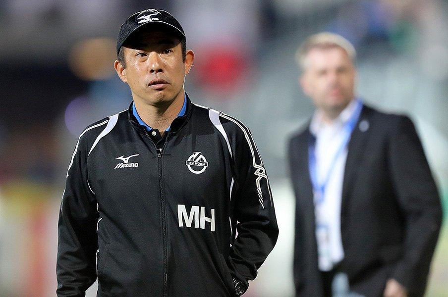 プロのトップチームの監督は初めてとなる濱吉正則にとっても、欧州2部での戦いは大きなステップアップの契機となる。