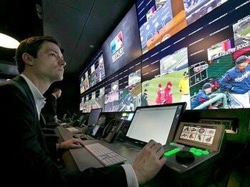 連日実施されるビデオ判定。アメリカ球界の評価は?~チャレンジ制度で減った誤審~<Number Web> photograph by AFLO
