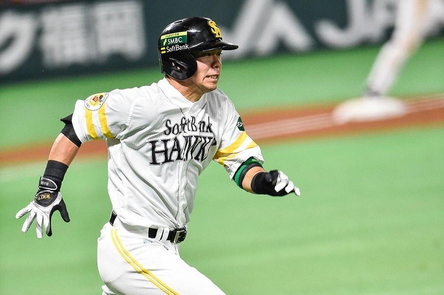 鋭い打球を飛ばす俊足巧打のベテラン外野手