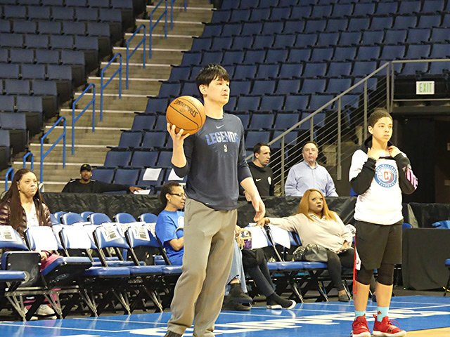 伊藤拓摩、バスケ指導者が米国修行中!「でも日本人ってシュートを狙わない」<Number Web> photograph by Yoko Miyaji