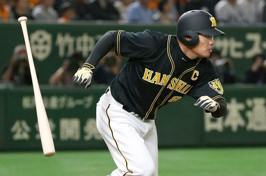 年齢を重ねることで手に入れたもの。タイガース福留が語る対菅野の裏側。<Number Web> photograph by Kyodo News