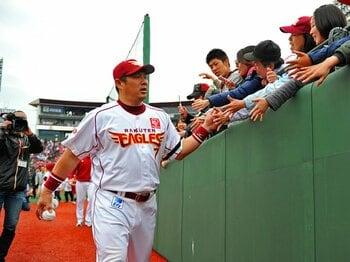楽天ファンに愛された山崎武司が進む信念の道。~現役続行にこだわる理由~<Number Web> photograph by Hideki Sugiyama