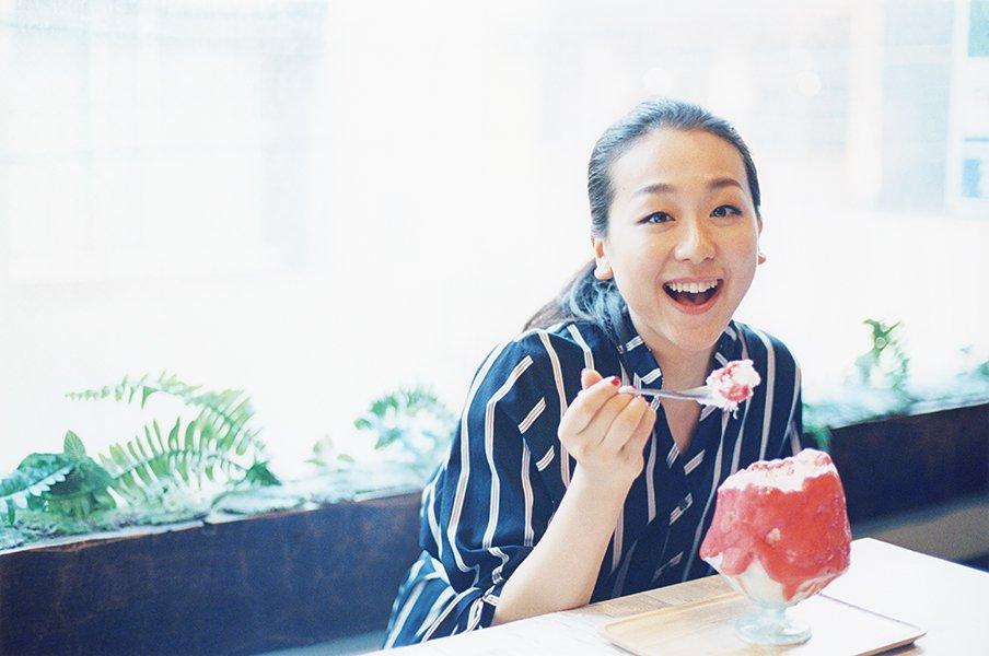 浅田真央 私のスイーツ愛(6)「スケート仲間にはかき氷が人気」<Number Web> photograph by Jun Imajo