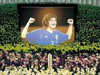 代表の誇りを胸に。松田直樹も運命の一戦を見守っている。~今年で七回忌、代表への思いを決して忘れなかった男~<Number Web> photograph by KYODO