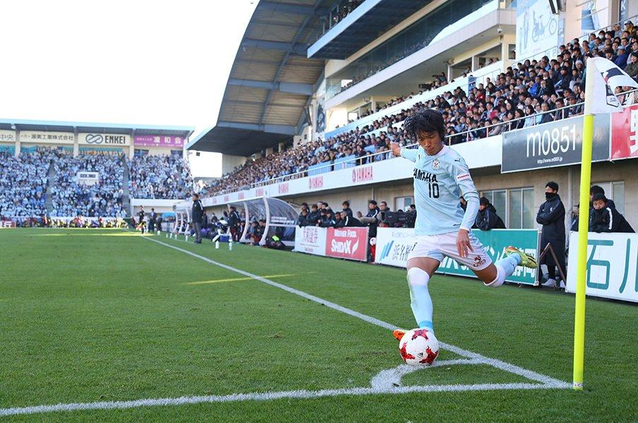 俊輔が磐田で過ごした最高の1年間。「名波さんはすごく勉強になった」<Number Web> photograph by J.LEAGUE PHOTOS