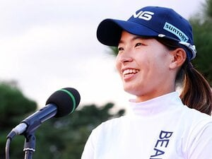 渋野日向子は「岡山県、日本の宝ですから」 亡き恩人の言葉と、1年10カ月ぶり優勝に流した涙とスマイルの裏側