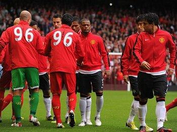 """""""試合前握手事件""""でプレミアが紛糾!正しいスポーツマンシップを再考する。<Number Web> photograph by Man Utd via Getty Images"""