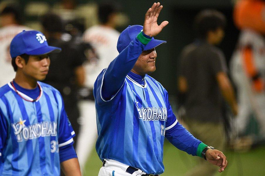 """「19.5差」から「1差」の仕切り直し。""""勝負師""""ラミレスは広島にどう挑む?<Number Web> photograph by Naoya Sanuki"""
