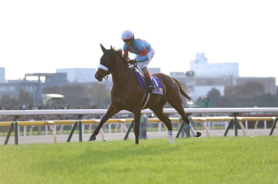 ここ10年、年度代表馬の半分が牝馬。アーモンドアイたちはなぜ現れたか。<Number Web> photograph by Keiji Ishikawa