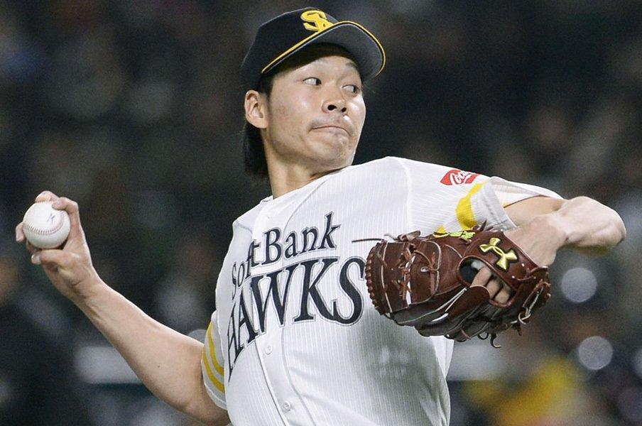 """「僕、毎試合投げ方が違うんですよ」武田翔太の投球の核は""""ケツをポン""""。<Number Web> photograph by Kyodo News"""