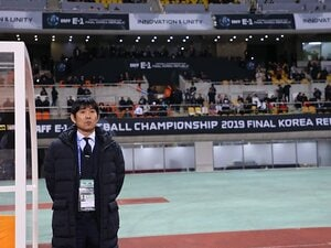 E-1決勝戦後の記者会見を一挙掲載。日韓両代表監督の「言葉」を比較する。