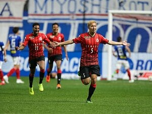 鮮烈FKを突き刺すCB福森晃斗は、札幌のミハイロビッチか、俊輔か。