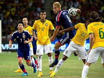 """攻撃、守備、そしてサッカー観――。アギーレと日本の間にある""""乖離""""。<Number Web> photograph by Takuya Sugiyama"""