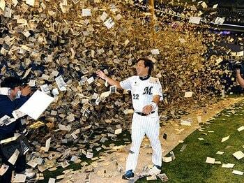 """""""弱いロッテ""""を変えた強気と度量。里崎は最後まで「野球好き」だった。<Number Web> photograph by NIKKAN SPORTS"""