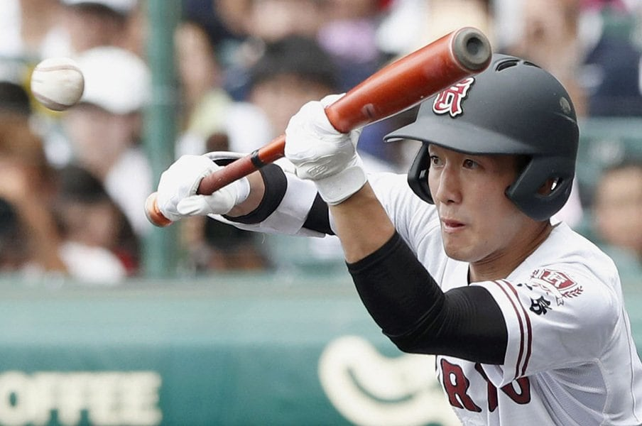 """送りバント、スクイズ、好走塁……。広陵は驚くほど""""The高校野球""""だ。<Number Web> photograph by Kyodo News"""