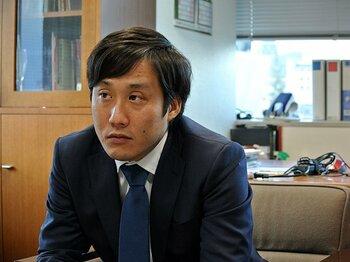 縮小均衡ではなく、拡大均衡を!ヴィッセル・J最年少社長の野望。<Number Web> photograph by Kyozo Hibino