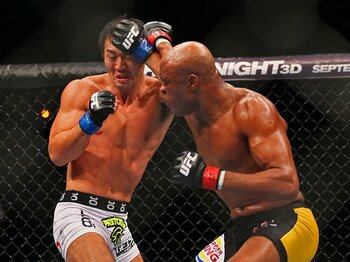 タイトル戦敗北の岡見に必要不可欠なプラスα。~UFC日本大会で再起なるか?~<Number Web> photograph by Susumu Nagao