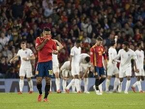 つなぐも崩せずイングランドに敗北。 スペインはW杯惨敗から停滞したまま。