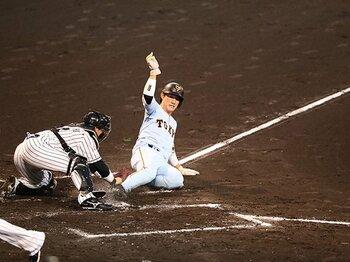 野球の華、レーザービームが消える?コリジョンルールが生む困惑の数々。<Number Web> photograph by NIKKAN SPORTS