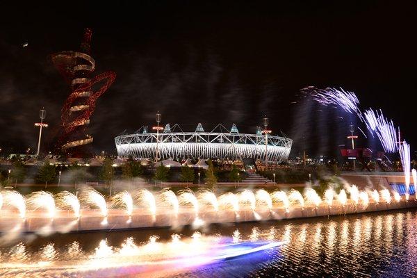 聖火を乗せたボートが通過。~ロンドン五輪2012~