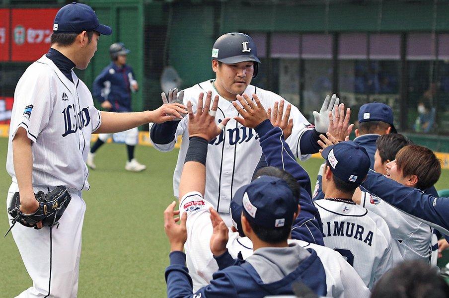 日本一を知る西武・中村剛也の意地。「本塁打狙い、変えるつもりはない」<Number Web> photograph by Kyodo News