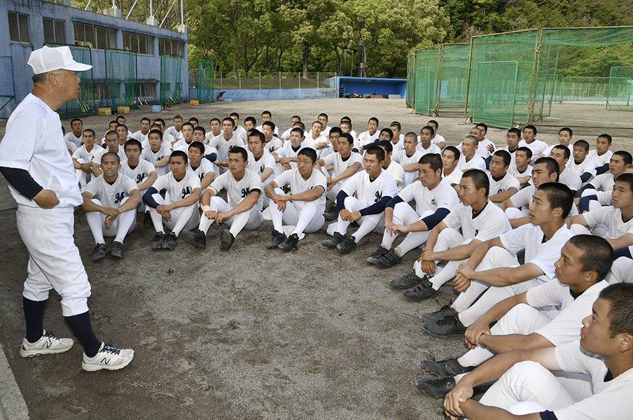 「しょうがないね」では終わらせない!明徳・馬淵監督が選手に語りかけた願い。<Number Web> photograph by Kyodo News
