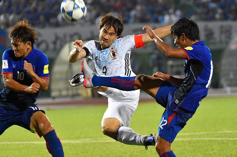 代表でPK失敗、レスターでは控え……。岡崎慎司が飛躍のために歩む苦境。<Number Web> photograph by Takuya Sugiyama
