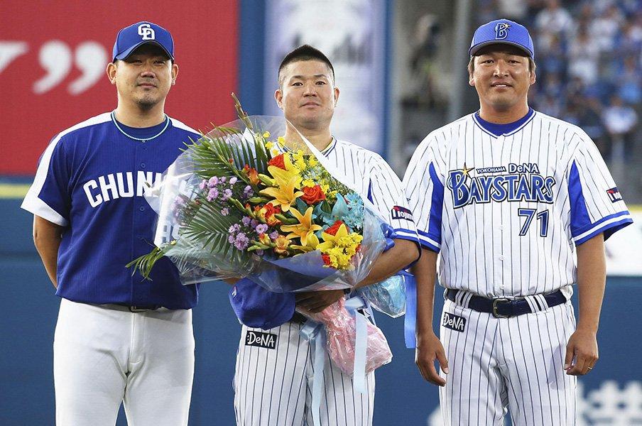 さらばハマの兄貴、ゴメス後藤武敏。楽天コーチで平石監督を男にする。<Number Web> photograph by Kyodo News