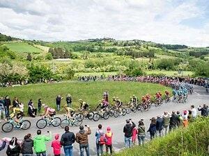 """三大自転車レースは""""年に1度のお祭り""""。ジロ初参戦の日本人は明暗分かれる。"""