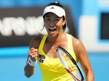 """39歳が頂点に立つ女子テニスの""""異常事態""""。~伊達公子を踏み台にせよ!~<Number Web> photograph by Hiromasa Mano"""