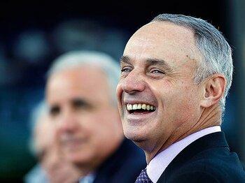 新コミッショナーと妙な提言。~MLBが極端な守備シフトを禁止?~<Number Web> photograph by Getty Images