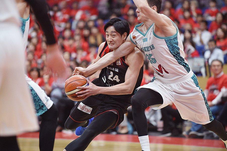 バスケ日本代表の隠れた成長点。渡邊、八村の陰でチームも伸びていた。<Number Web> photograph by Itaru Chiba