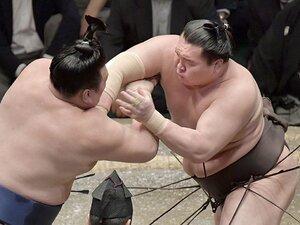 最近の白鵬の相撲を丁寧に批判する。能町みね子が「最強」に望むこと。