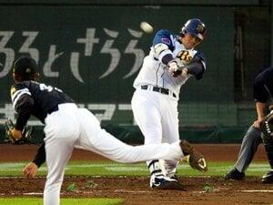 T-岡田のホームランは客を呼べる!!打率2割3分でも起用される理由。