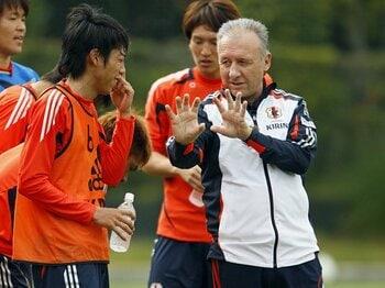 国内組の「3-4-3合宿」で見えた、ザックが目指す日本代表の理想型。<Number Web> photograph by AFLO