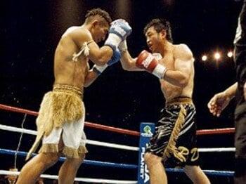 RISEのメインイベント、龍二vs.白須康仁。激戦を制した龍二(右)はMAX出場権を得た