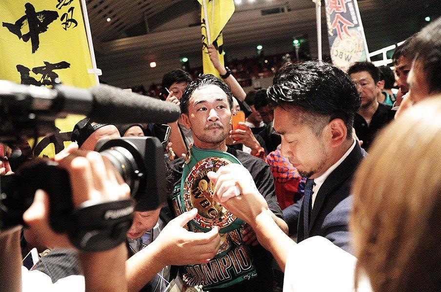 山中慎介の左ストレートは今も輝く。目指すは具志堅超えか、統一戦か。<Number Web> photograph by Tsutomu Takasu