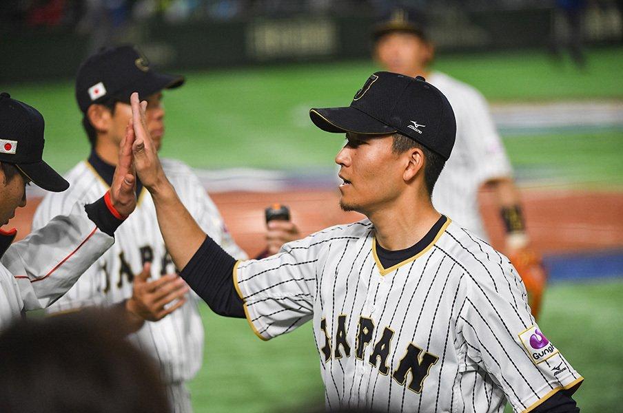 右手で触れるのはWBC球だけ――。千賀滉大の執念は、決戦で生きる。<Number Web> photograph by Nanae Suzuki