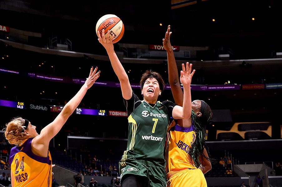 WNBAで「トロフィー欲しいですね」。渡嘉敷来夢、米3年目で未踏の地を。<Number Web> photograph by Getty Images