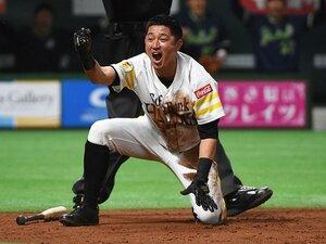 バカになれるから愛される「KZさん」。SB川島慶三、負傷をも笑い飛ばして。