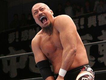 真面目な男が「クレイジー坊主」。いつも体を張った飯塚高史の引退。<Number Web> photograph by AFLO