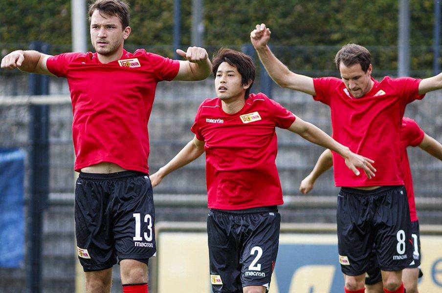 日本がW杯を決めた日に90分出場。内田篤人、とぼけた野心的な移籍。<Number Web> photograph by AFLO