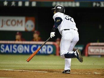 浅村栄斗は誰よりも早く塁を蹴る!打撃に走塁、守備が加わり万能に。<Number Web> photograph by Hideki Sugiyama