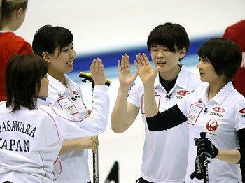 """ソチ五輪5位から、世界選手権で6位。カーリング女子が強調する""""収穫""""。<Number Web> photograph by AFLO"""