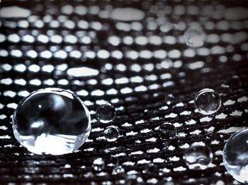 すべての濡れをはね返し、アスリートを快適に保つハイテク・アンダーウェア。<Number Web> photograph by finetrack
