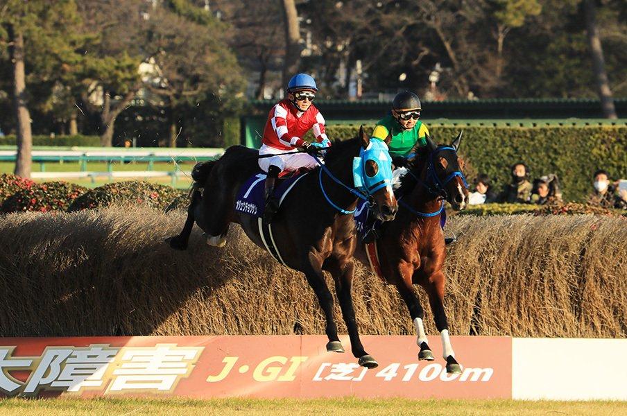 キタサン満票を阻止した障害の名馬。オジュウチョウサンの絶対王者ぶり。<Number Web> photograph by AFLO