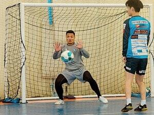 """「批判される方々に心から…」日本のチームメートに嫉妬はなく温かい だが""""難民認定ミャンマー代表GK""""の言葉が哀切極まる理由"""