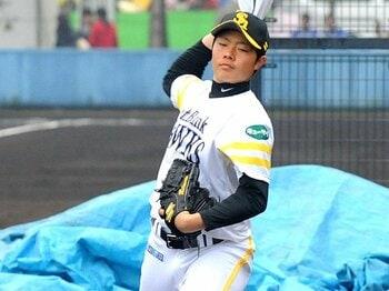 キャンプを終え、3月1日に卒業式に参加した松本裕樹投手。会見でも大物ぶりを発揮しており、肝の据わり具合は本物だ。